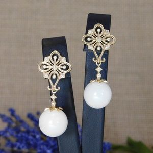 Gold Earrings with Crystals and Pearl